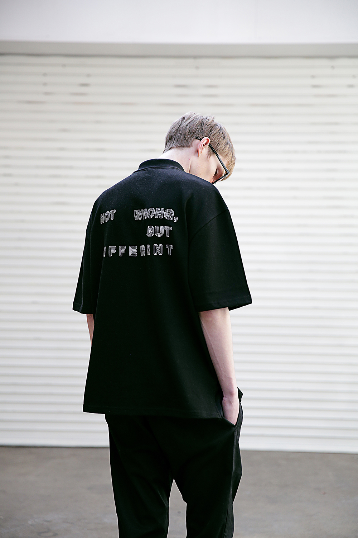 [매스노운] SB 오링 오버사이즈 카라 티셔츠 MSETS005-BK