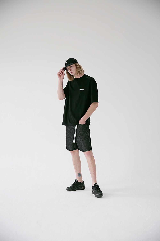 매스노운(MASSNOUN) SL INT 로고 오버핏 반팔 티셔츠 MSETS007-BK