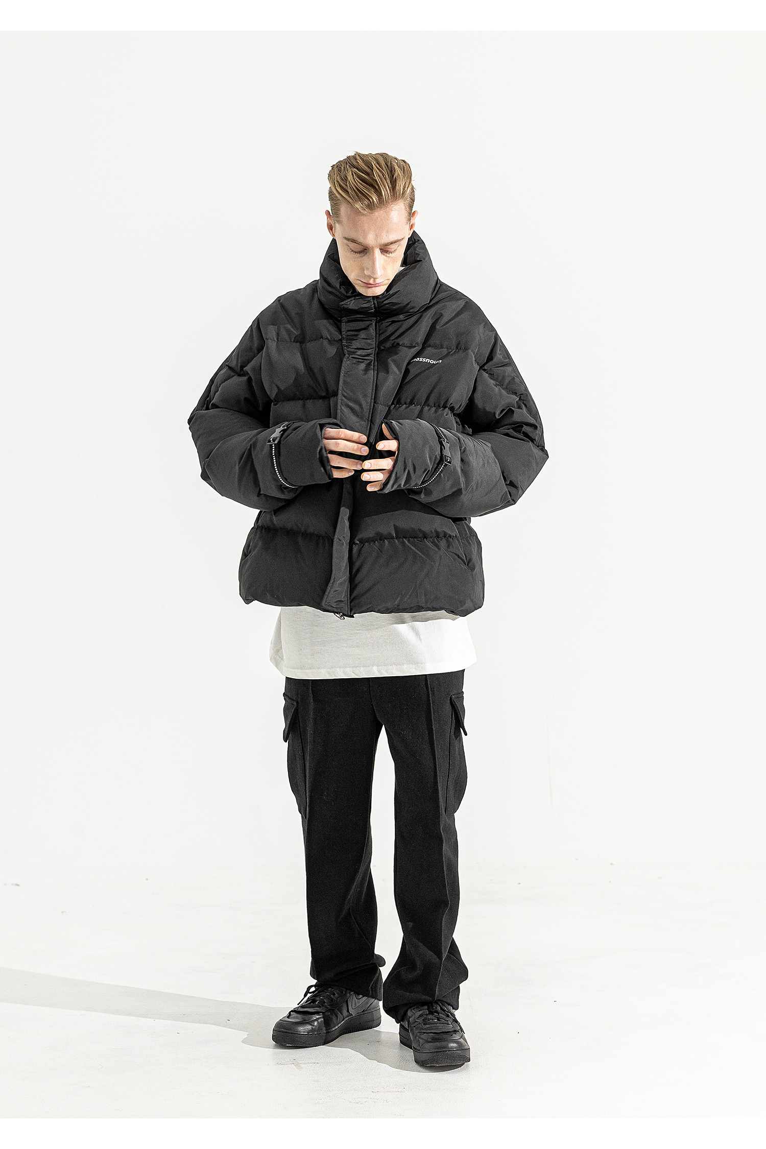 매스노운(MASSNOUN) SL LOGO REFLECTIVE OVERSIZED PADDING JUMPER MFEPD001-BK